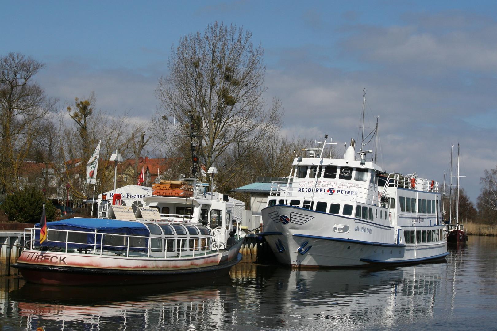 Schiffe in Ueckermünde Stadthafen
