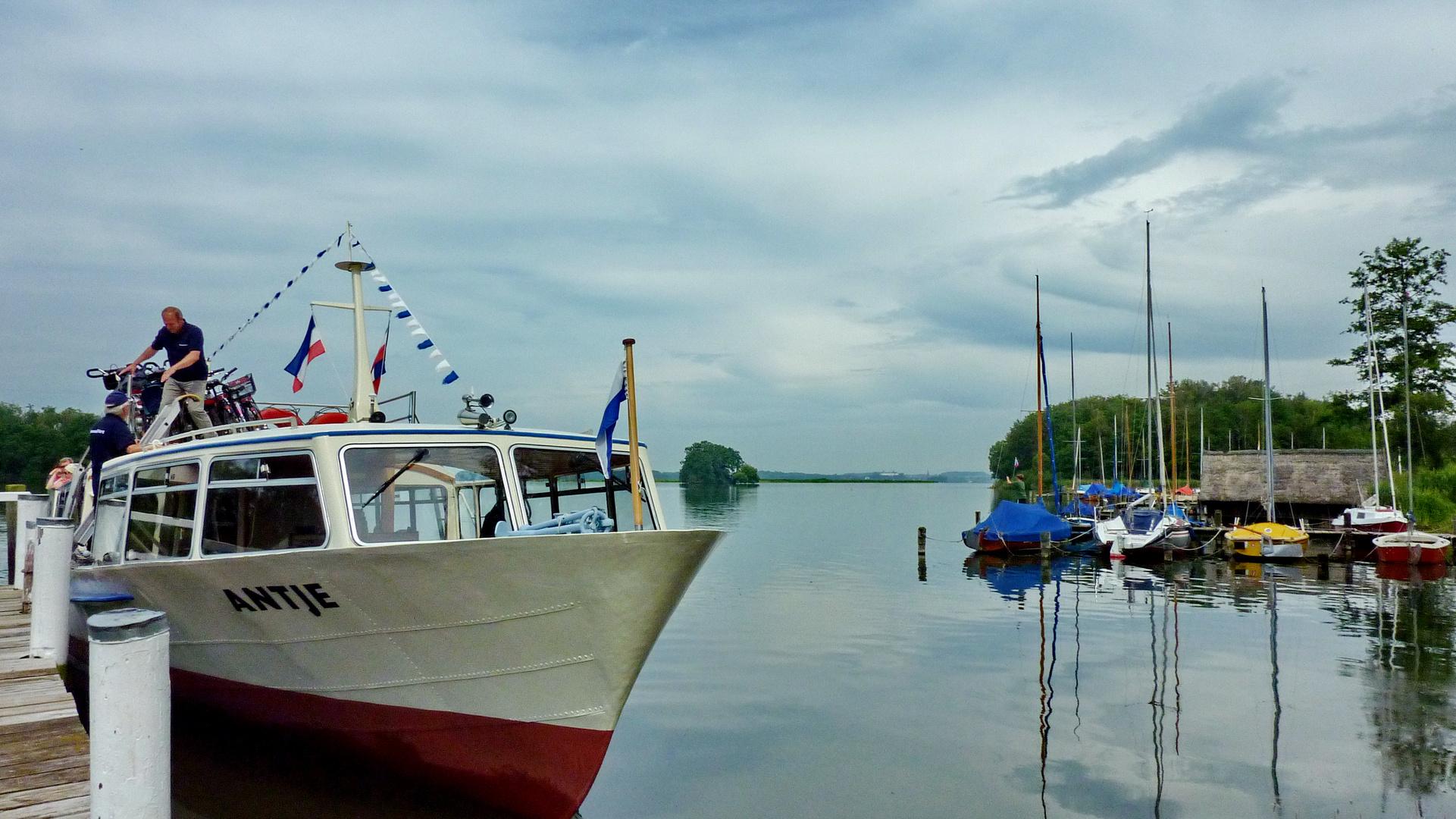 ~~~ Schifffahrt nach Bosau mit der *Antje* auf dem Plöner See ~~~