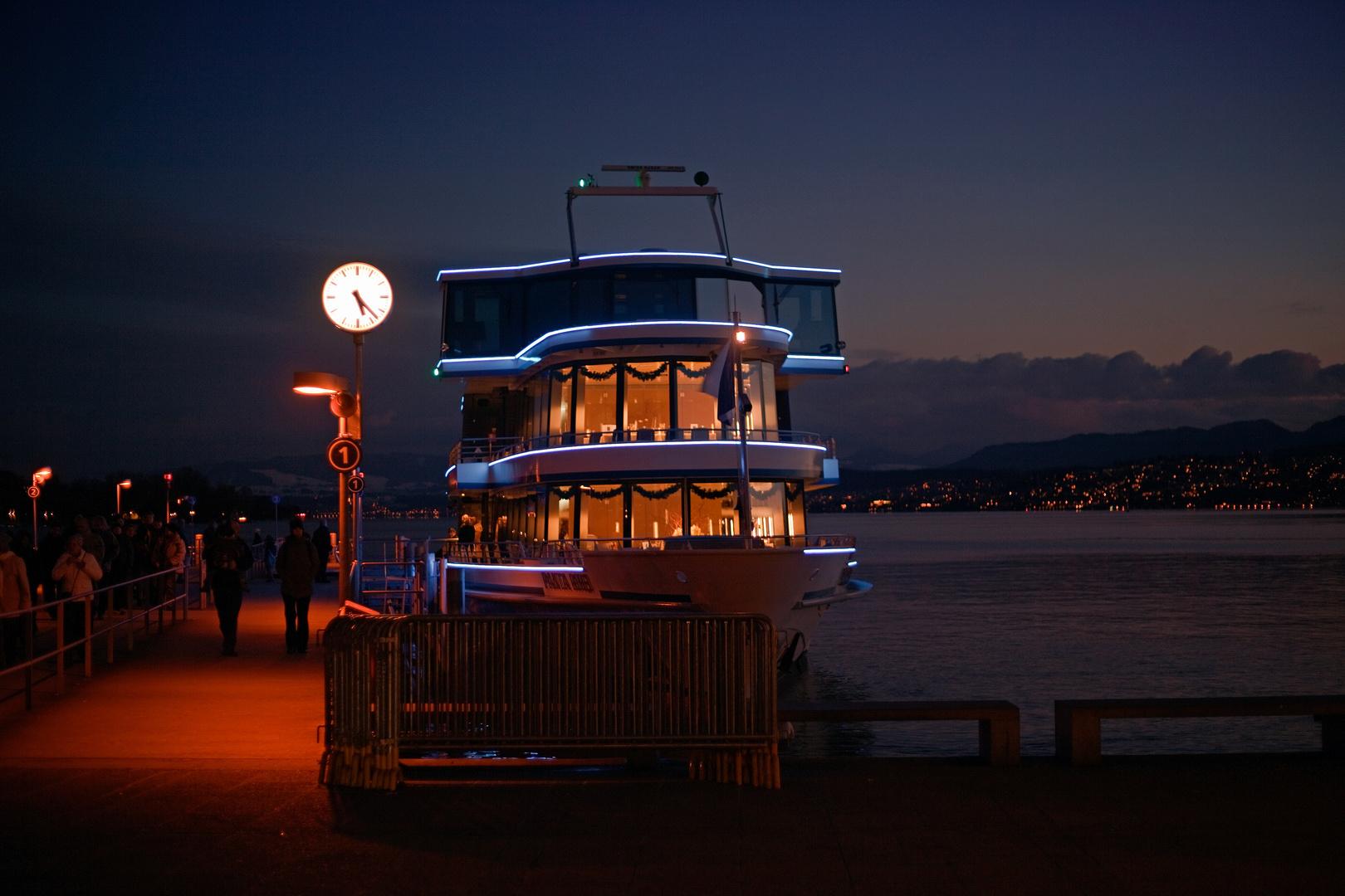 Schiffsanleger Zürich Abendstimmung