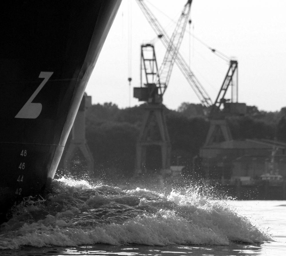 Schiffsbug in der Kieler Förde