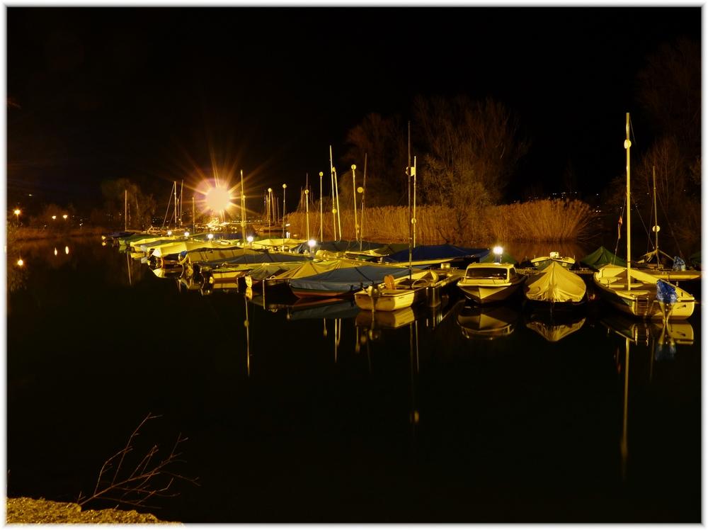 schiffshafen bei nacht