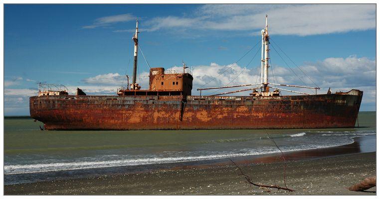 """Schiffswrack """"Desdemonda"""" vor Tierra del Fuego, Argentinien"""