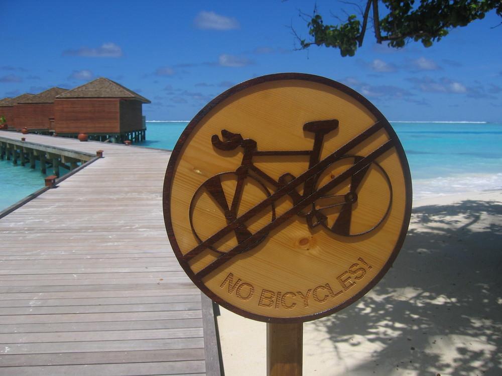 Schilderwald auf den Malediven?