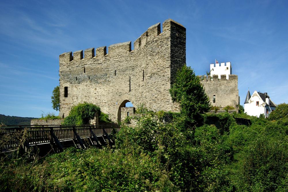 Schildmauer bei Burg Sterrenberg / Rhein