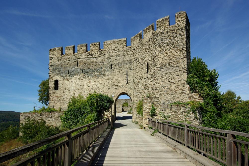 Schildmauer zwischen Burg Liebenstein und Burg Sterrenberg / Rhein