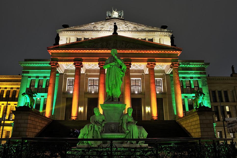Schiller vorm Konzerthaus