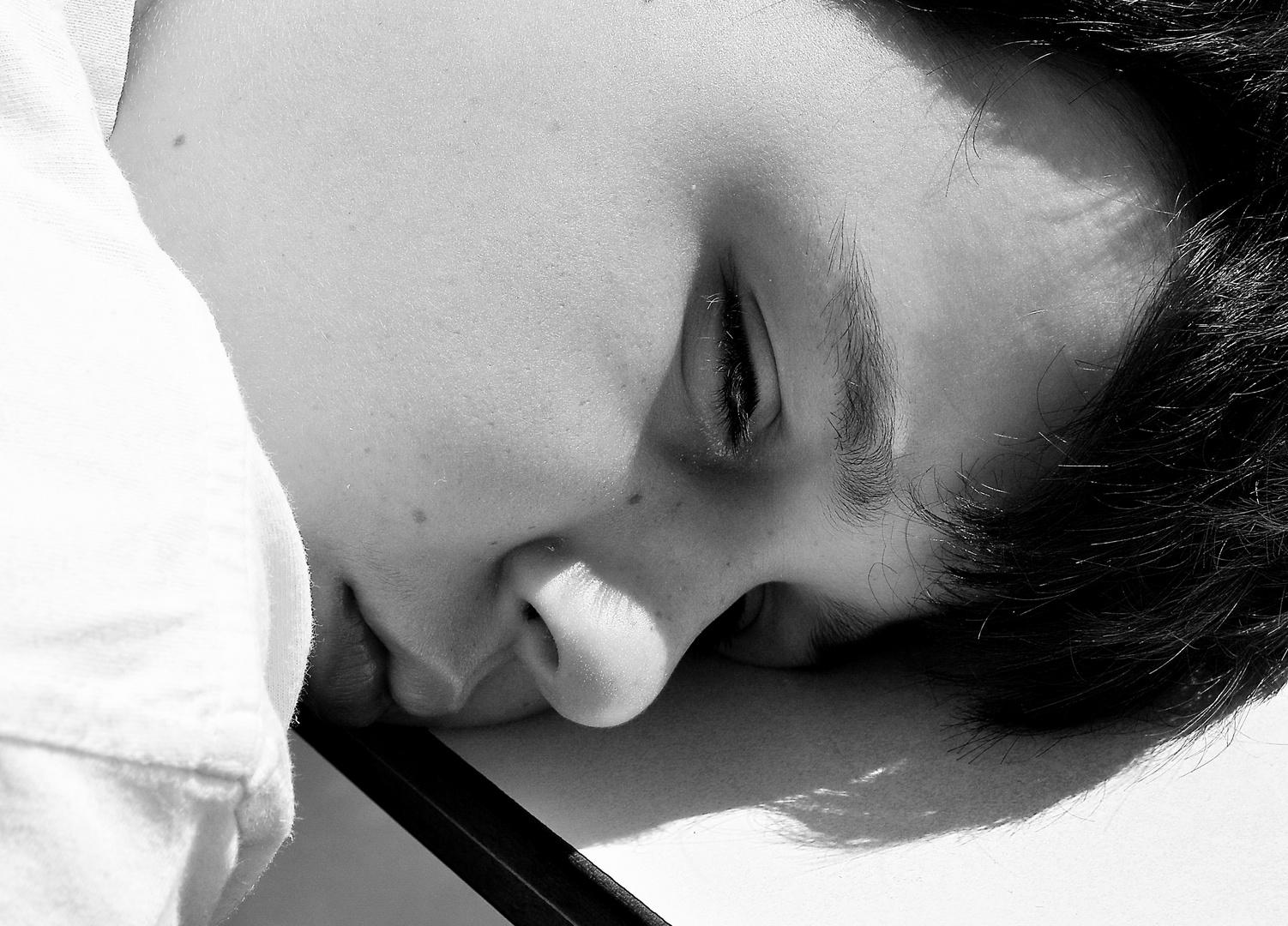 Schlaf zu mittäglicher Zeit