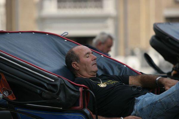 Schlafender Kutscher auf dem Petersplatz