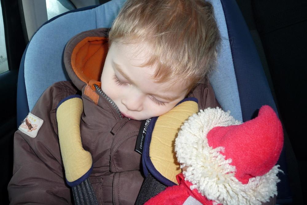 schlafendes Kind mit Sandmann