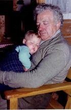 Schlafstünchen beim Opa
