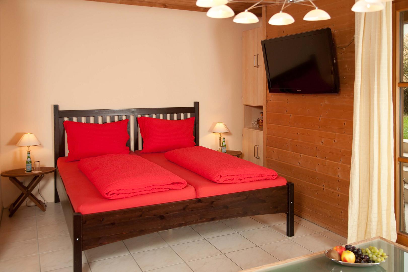 Schlafzimmer Ferienwohnung: Luxus in Mollenberg erleben, nähe Lindau am Bodensee