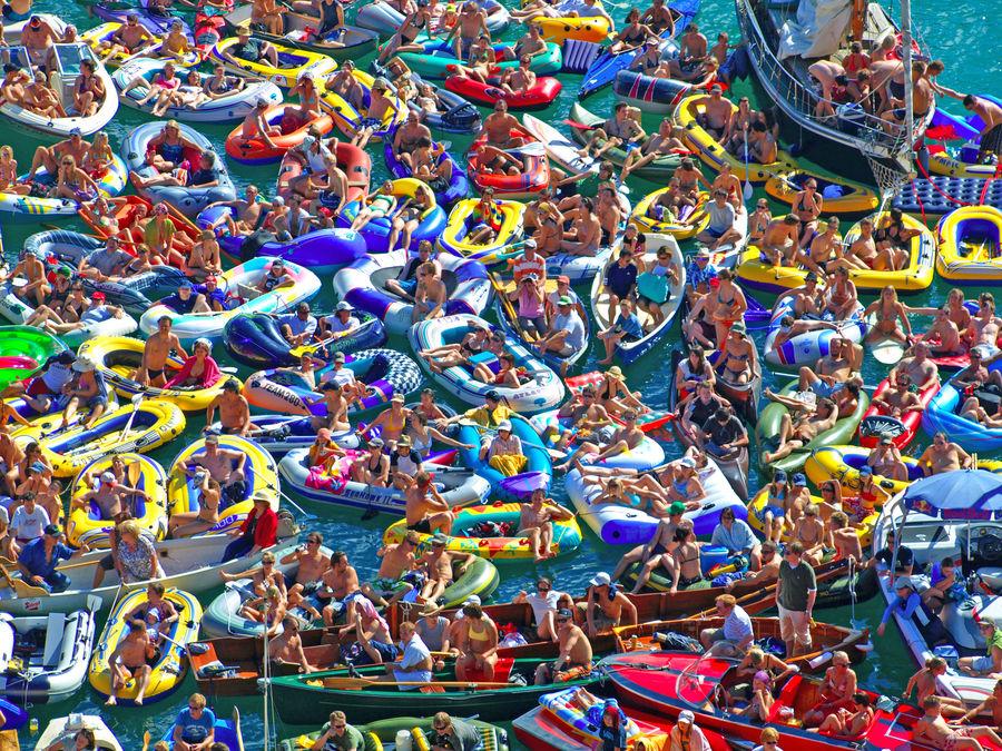 schlauchboot party foto bild erwachsene gruppen mehrere menschen bilder auf fotocommunity. Black Bedroom Furniture Sets. Home Design Ideas