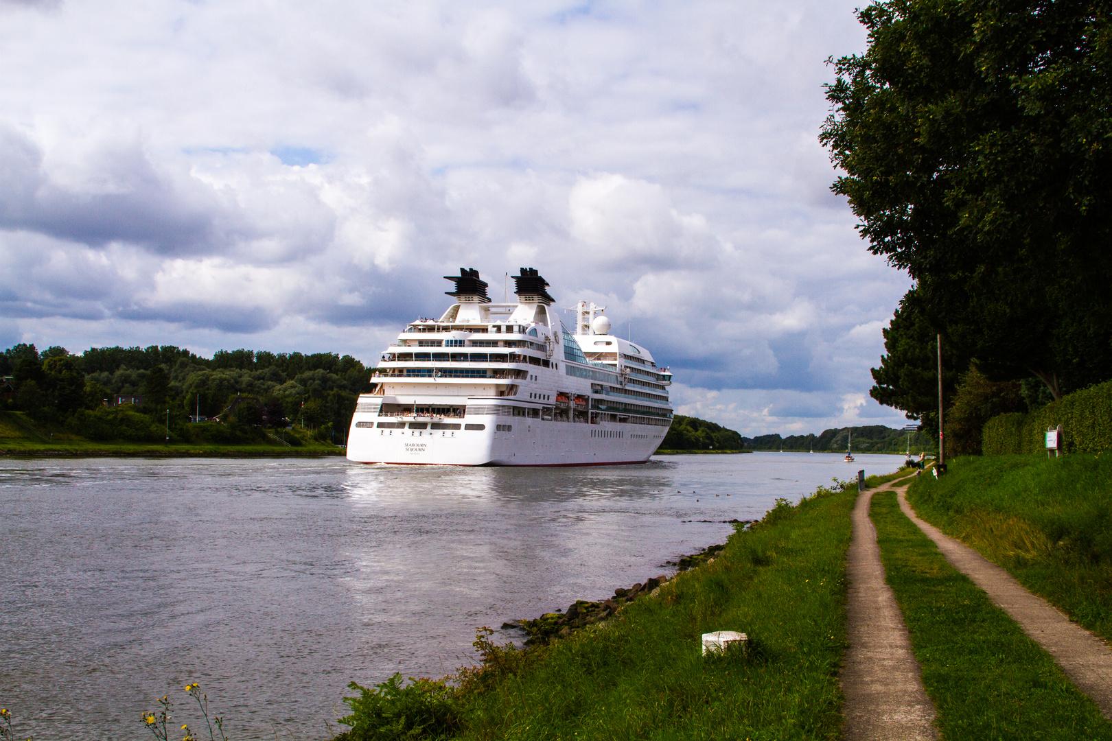 Schleichfahrt durch den Kanal