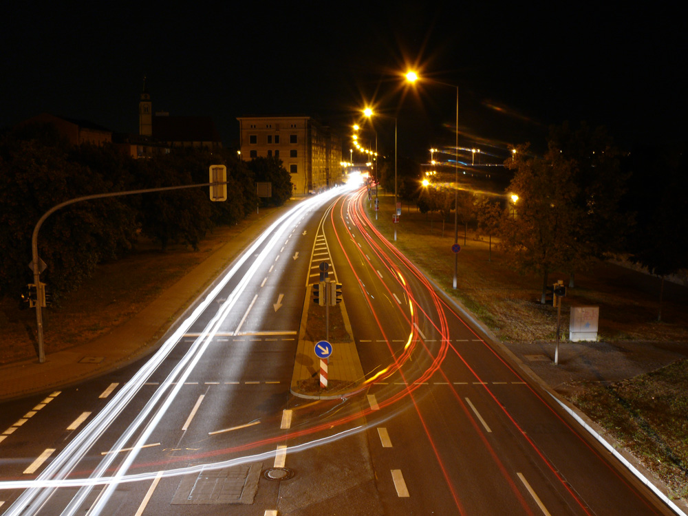 Schleinufer Magdeburg bei Nacht