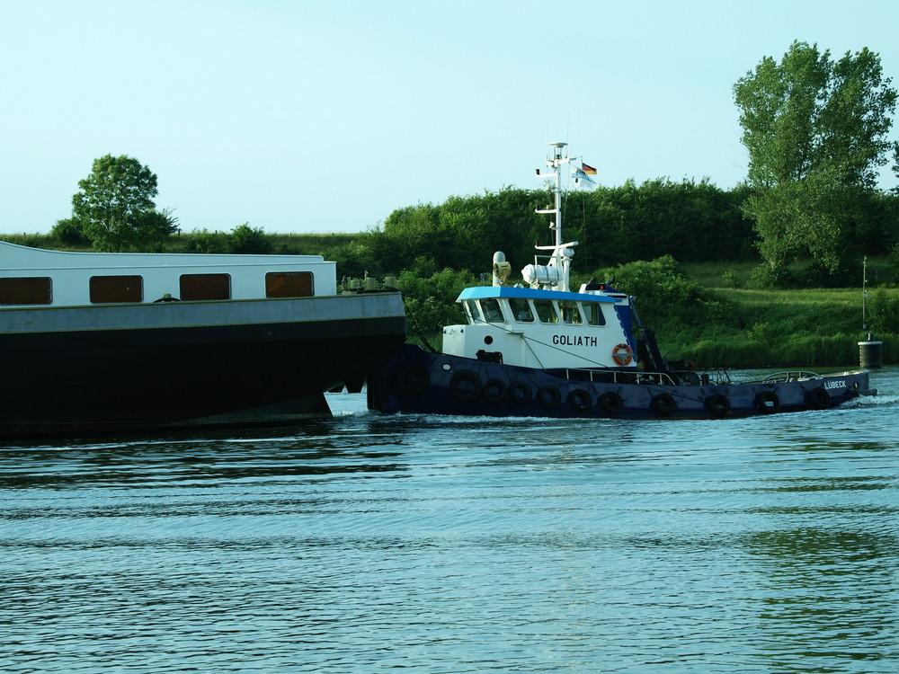 Schleppverband auf dem Nord-Ostsee-Kanal (Teil 2)