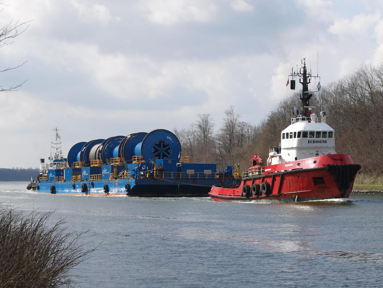 Schleppverband mit Ponton SB 7020 auf dem Nord-Ostsee-Kanal