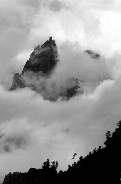 Schlern im Nebel