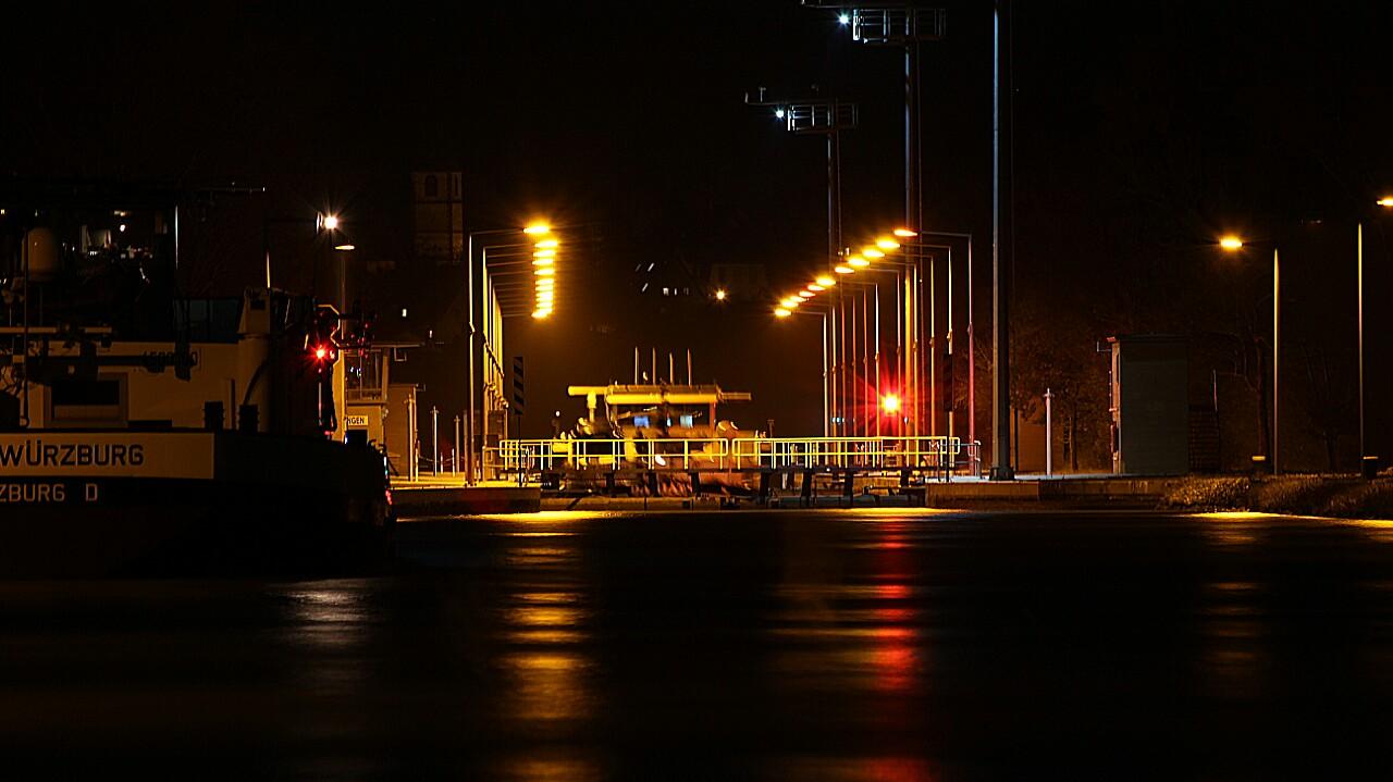 Schleuse bei Nacht