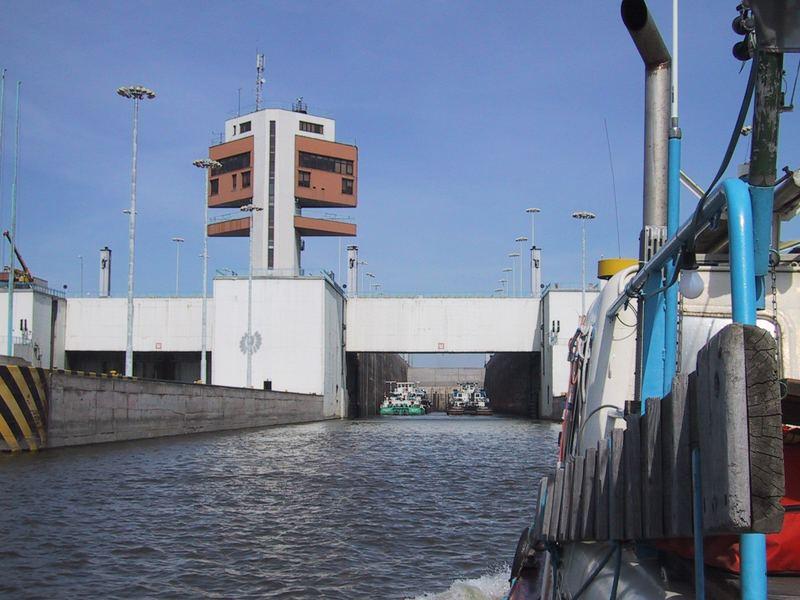 Schleuseneinfahrt talseitig, Donaukraftwerk Gabcikovo