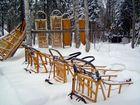 Schlitten vom Schnee verweht