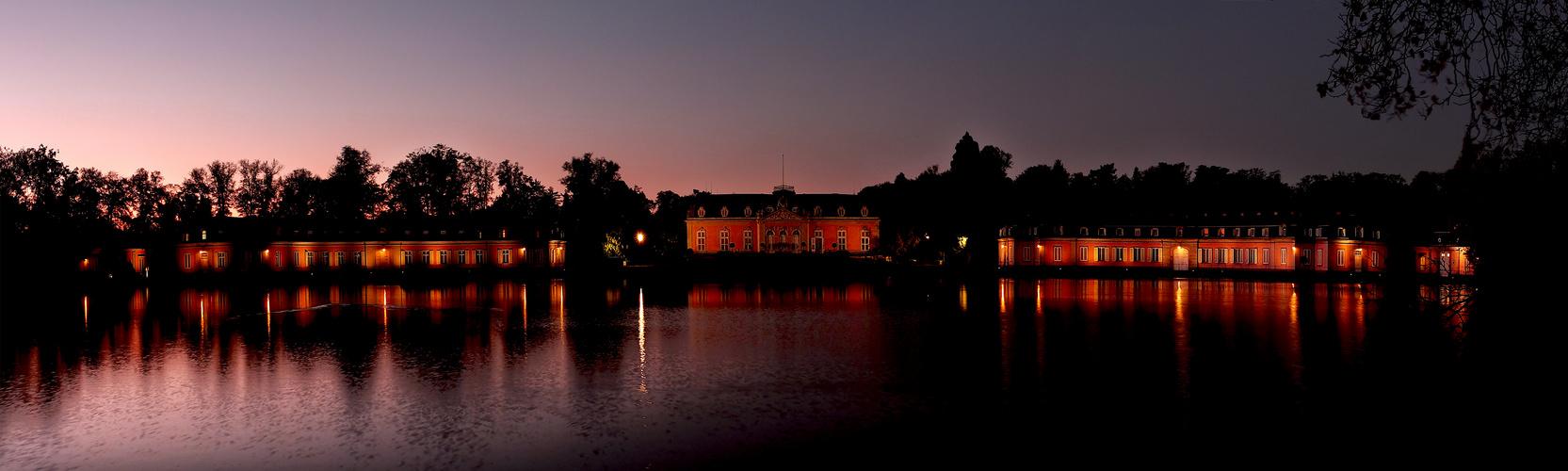 Schloss Benrath vorm Sonnenaufgang