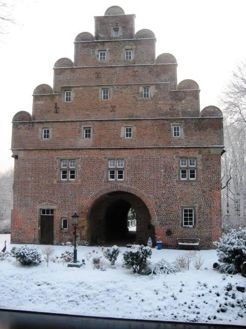 Schloss Bladenhorst (Giebel des Torhauses)