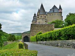 * Schloss Bürresheim *