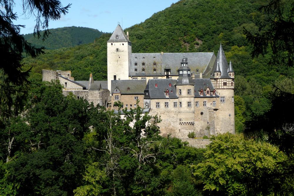 Schloss Bürresheim / Eifel (Ansicht von Süden)