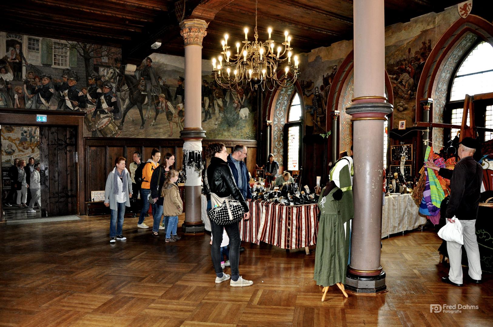 Schloss Burg, Mittelaltermarkt im Rittersaal