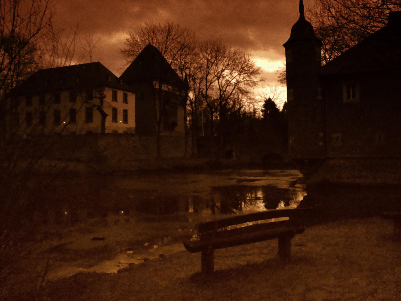 Schloß Burgau bei Düren im Spätherbst