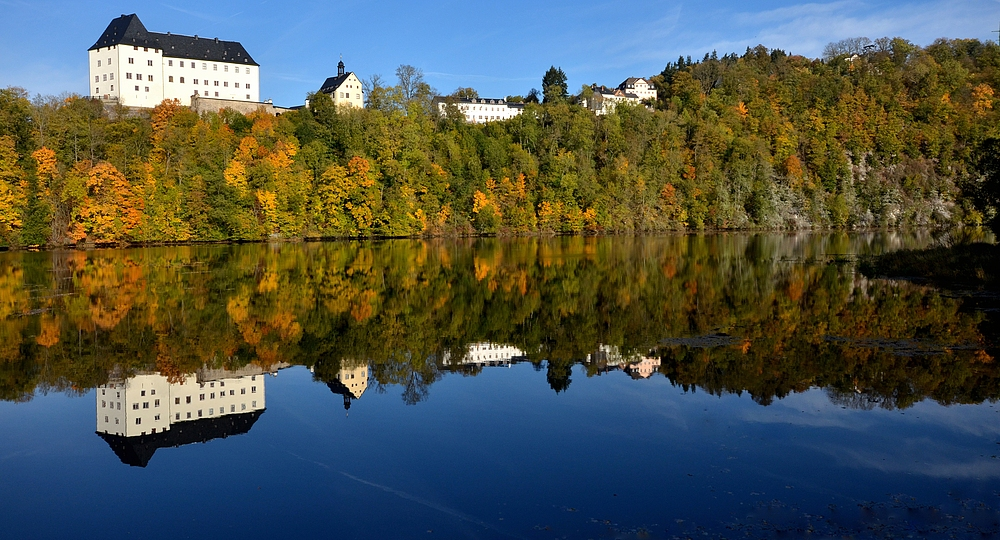 Schloss Burgk im Spiegel