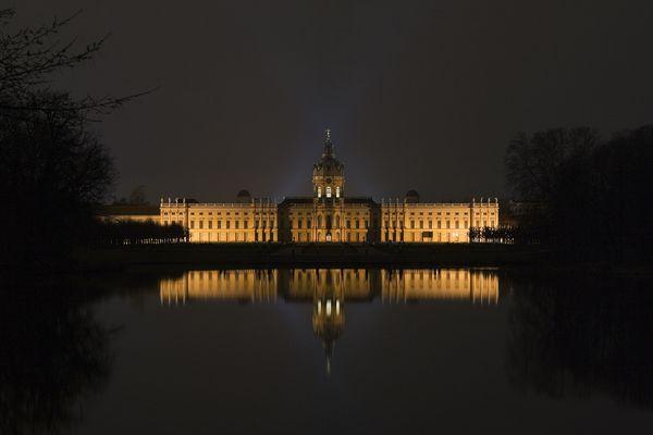 Schloss Charlottenburg bei leider unruhiger See (Bln)