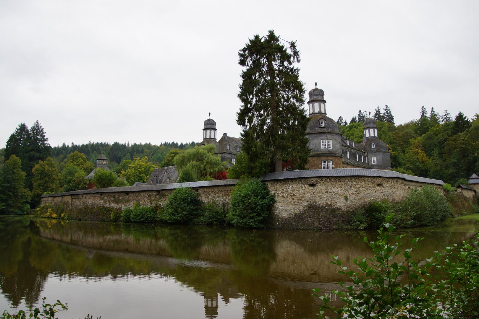 Schloss Crottorf an einem bewölkten September-Tag