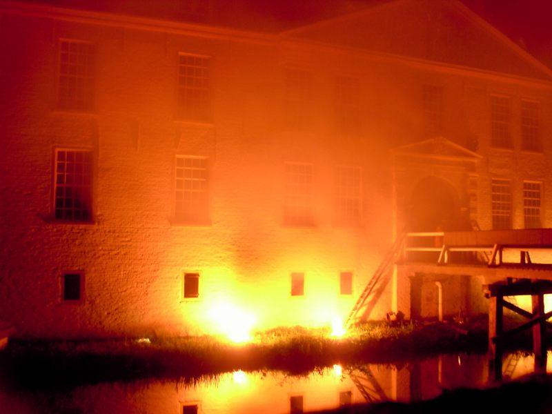 Schloß Dornum in Flammen