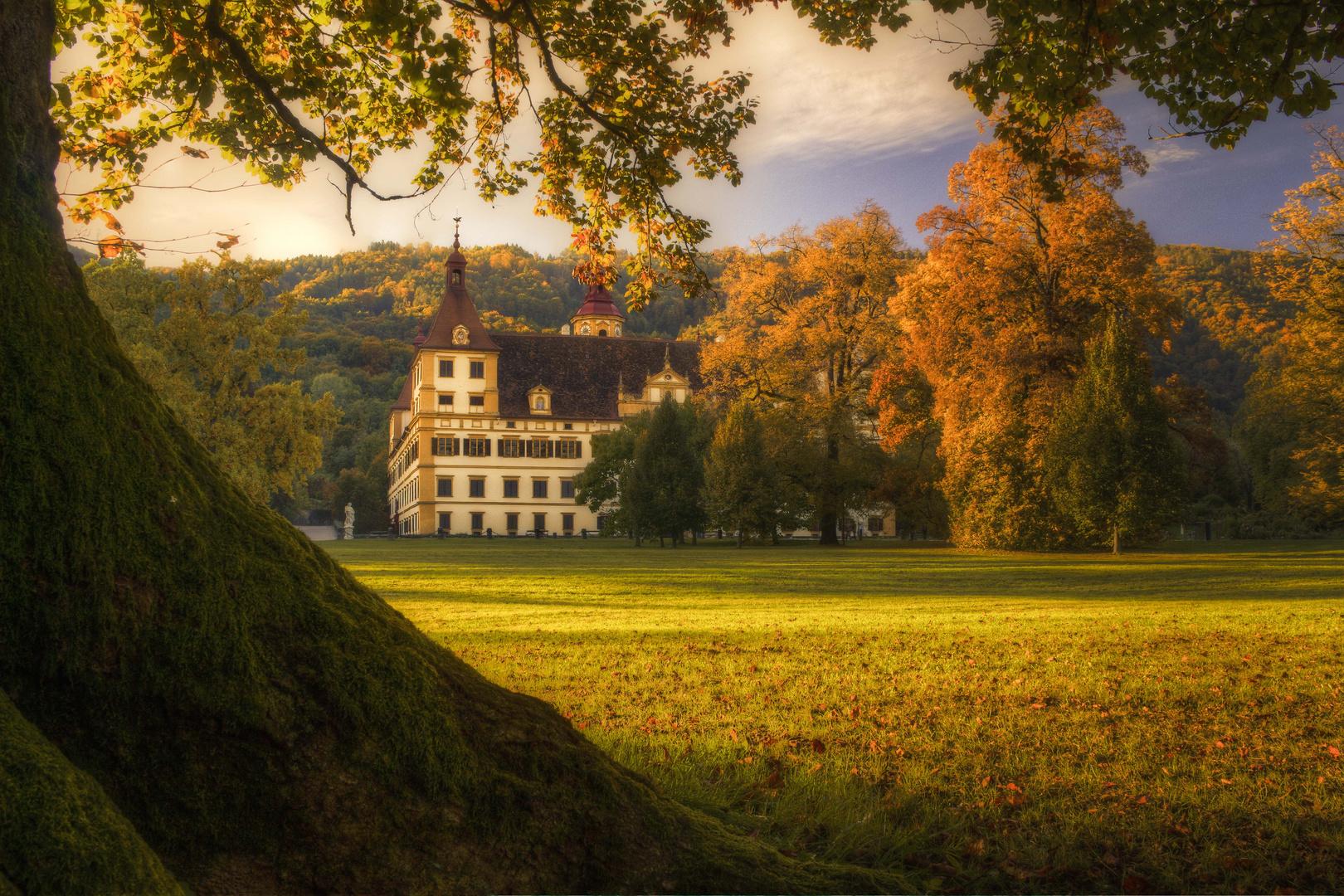 Schloss Eggenberg in den Farben des Herbstes