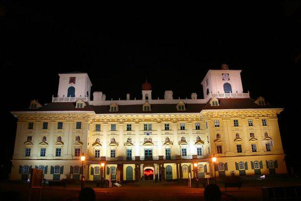 Schloss Esterhazy in Eisenstadt bei Nacht