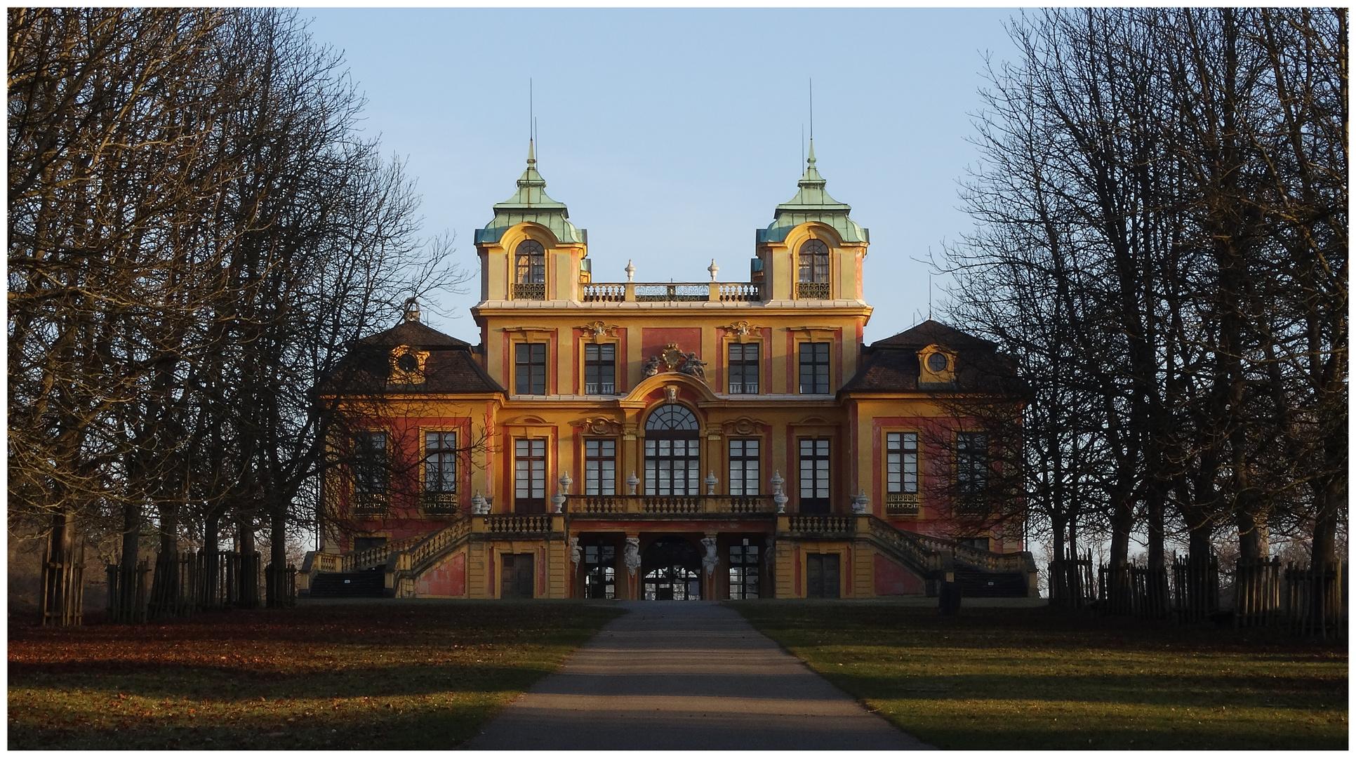Schloss Favorite am Morgen