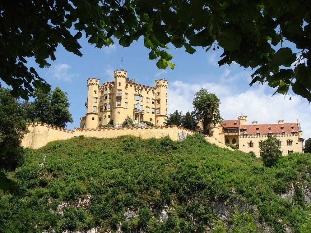 Schloss Hohenschwangau.......mit Natürlichen Rahmen. Foto & Bild ...