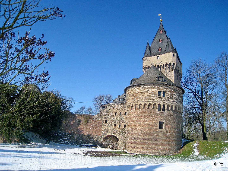 Schloss Hülchrath im Frühling 2013 ...