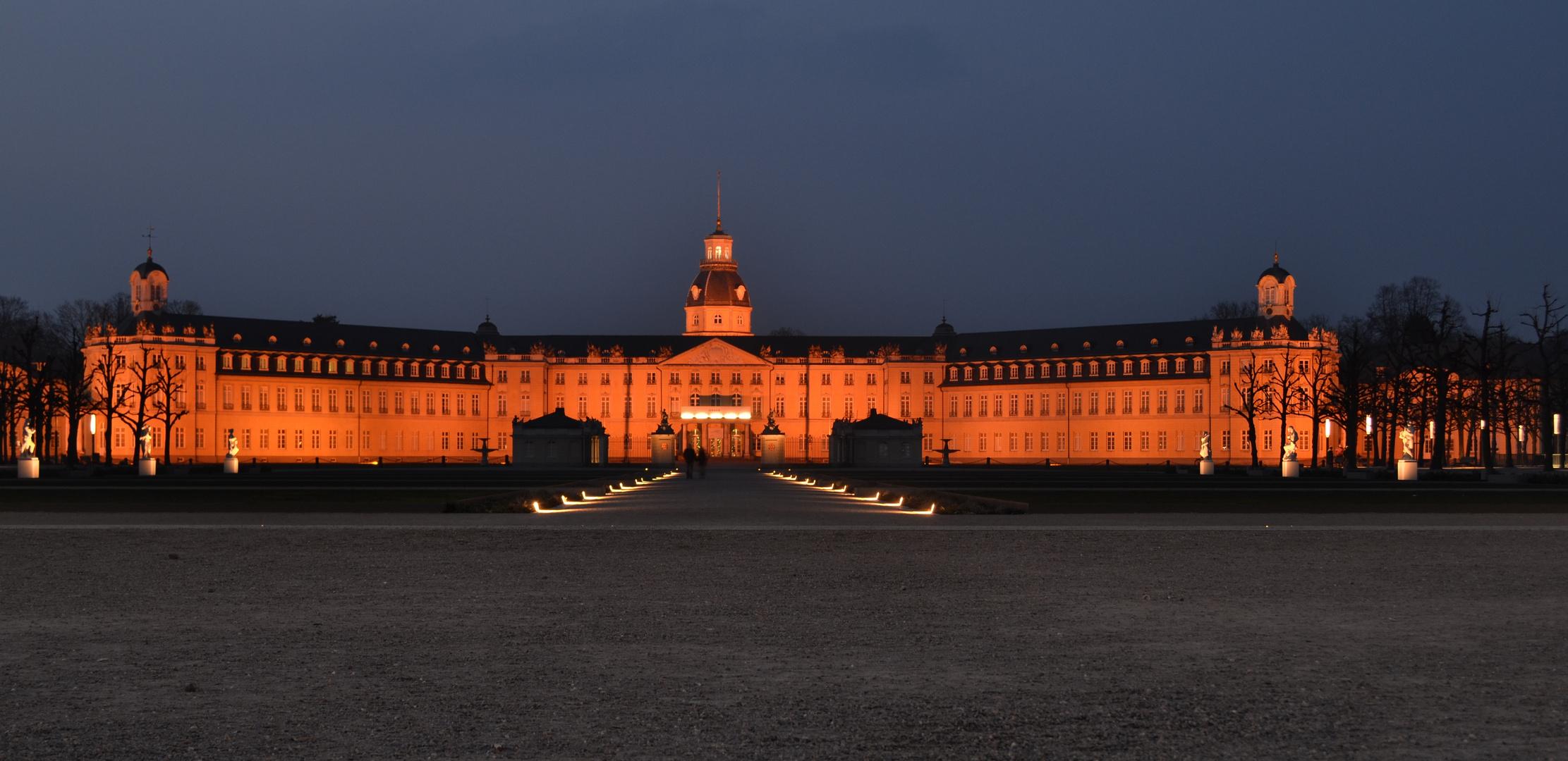 Schloß in Karlsruhe bei Nacht