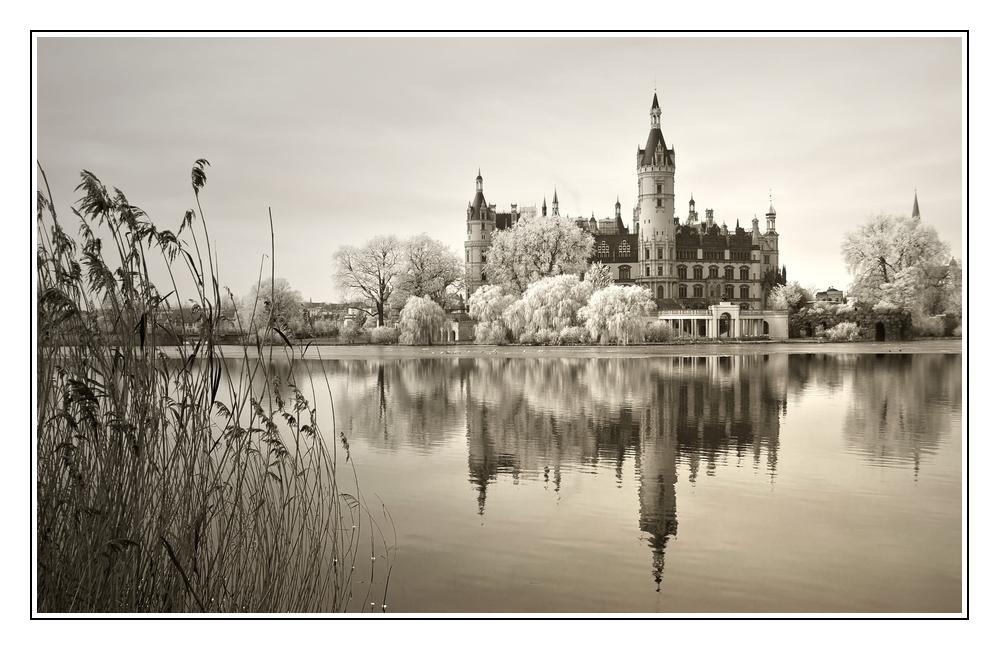 Schloss in sepia