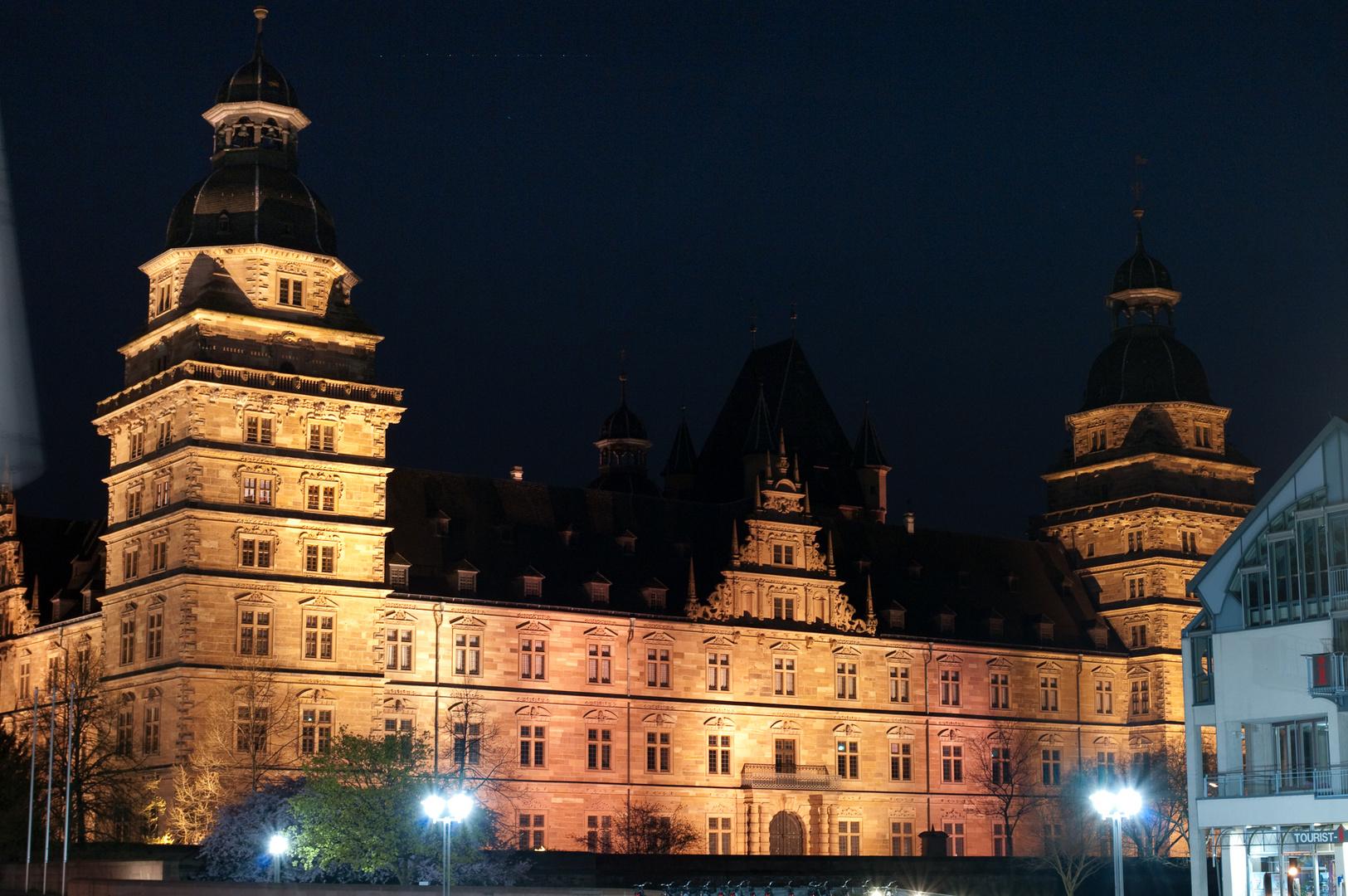 Schloss Johannisburg at night