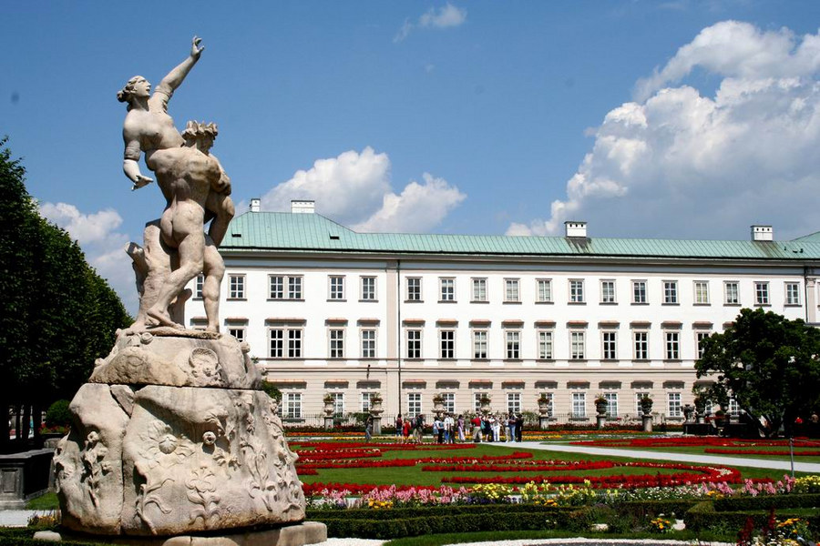 Schloss Mirabell mit Lustgarten