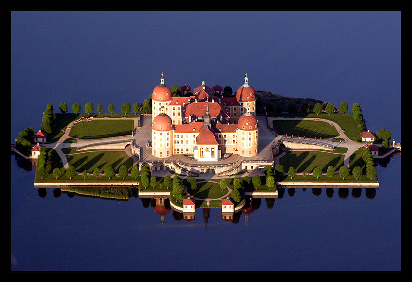 """Schloss Moritzburg oder """"Drei Haselnüsse für Aschenbrödel"""""""