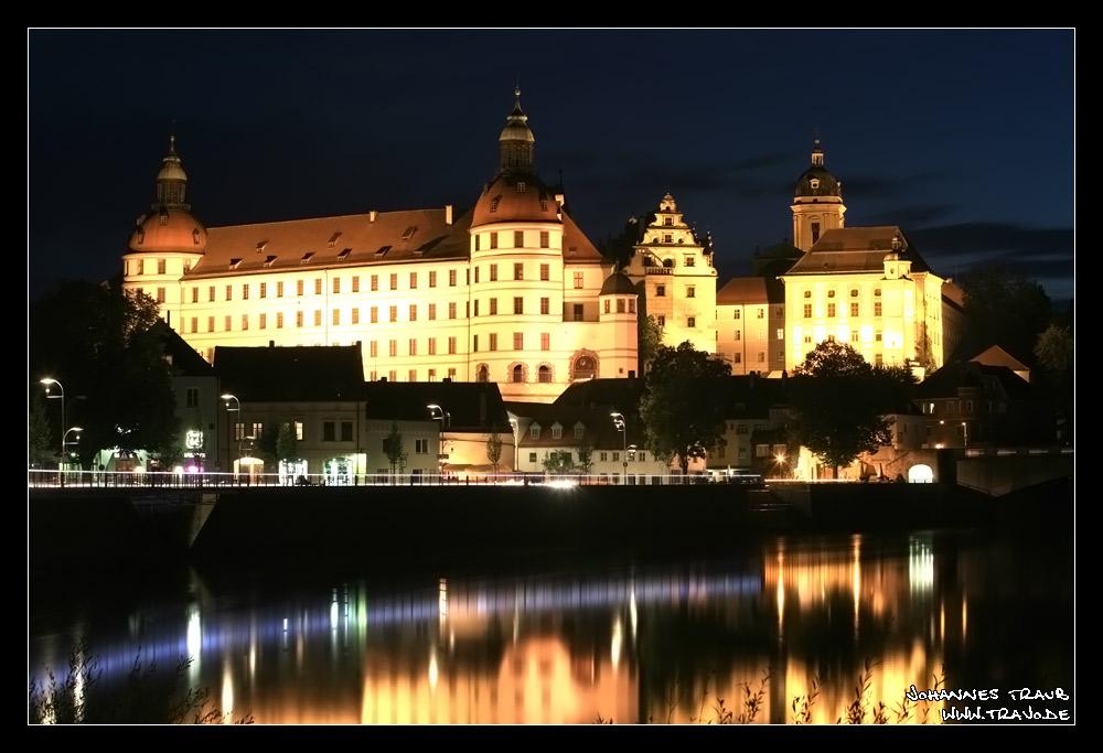 """""""Schloss Neuburg"""" bei Nacht"""