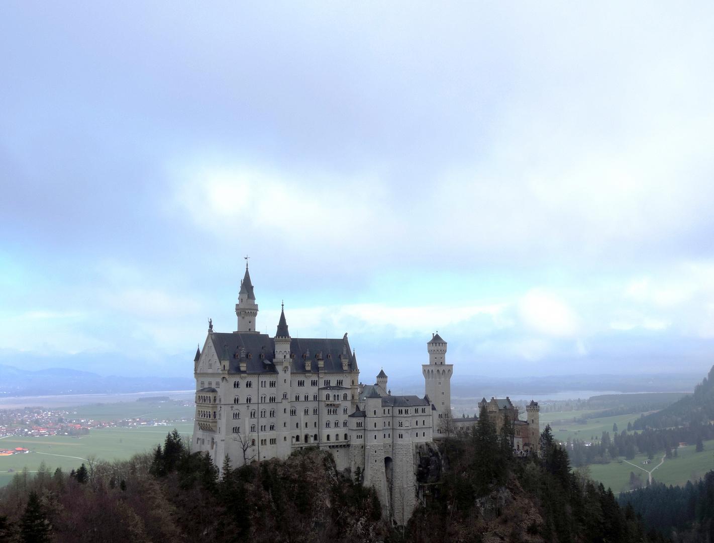 Schloss Neuschwanstein von der Marienbrücke aus gesehen ( 20.04.14 )