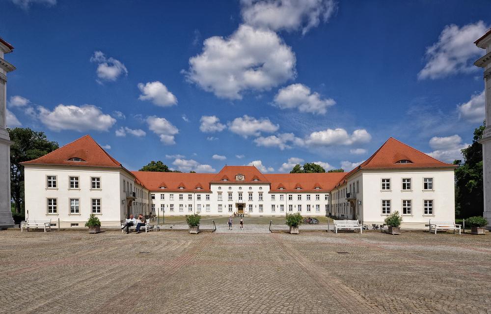 Schloss Oranienburg.... mit Wirtschaftsgebäude