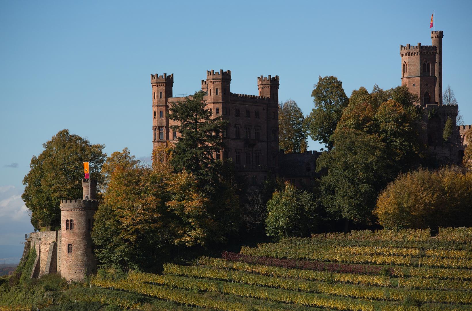 Schloss Ortenberg bei Herbstsonne