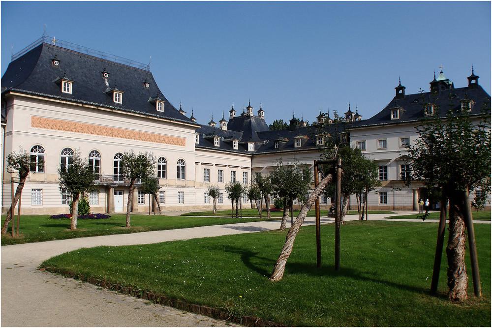 Schloss Pillnitz---------- Neues Palais--------( gezogen gedreht und gebeugt )