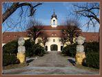 Schloss Rammenau---------das Eingangsgebäude.